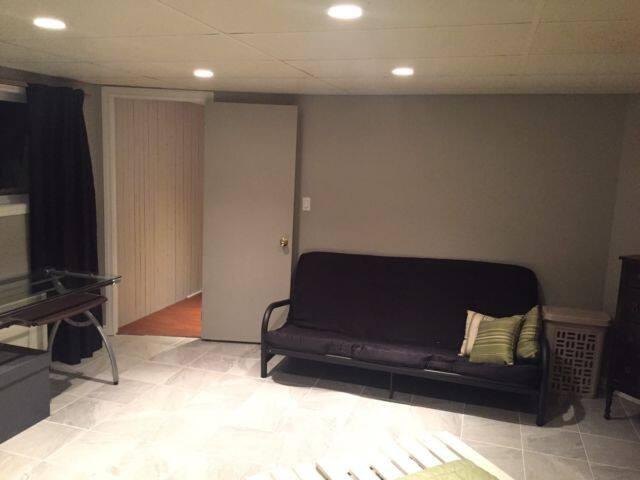 Chambre privée, propre et rénovée! - Mirabel - Casa