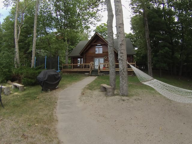 Eagle Cove - Lakefront Log Cabin - Winterized - Tiny - Huis