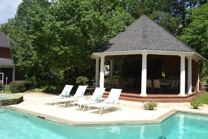 1 hour to Masters- Large Brick Family Home w/ Pool