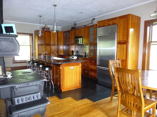 4 Bedroom Home on Moosehead Lake, Greenville, ME - Greenville - Casa