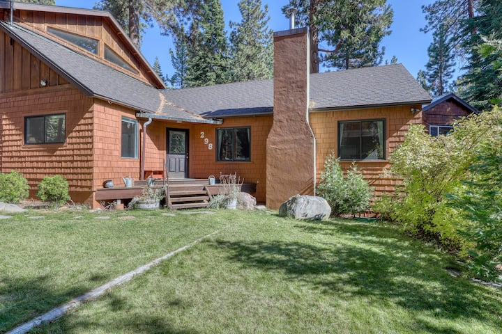 Family-friendly home near the lake w/ a furnished deck & large, enclosed yard!