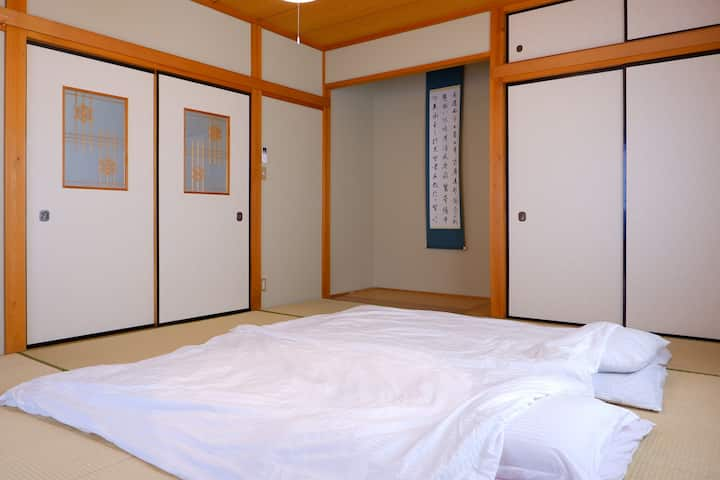 Easy Access to Airport Community Guesthouse