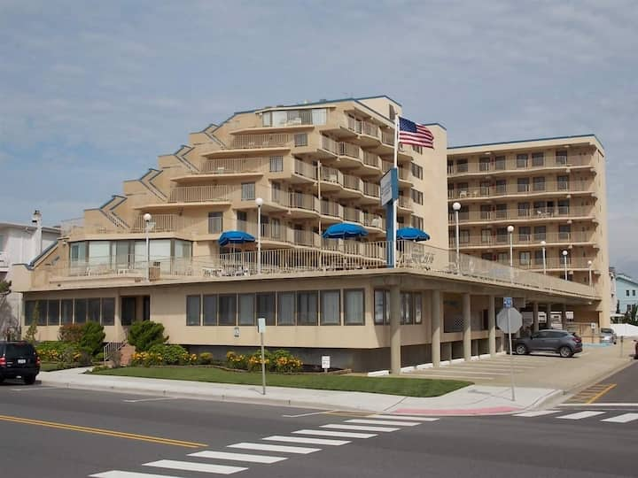 Seacrest Towers - 1BR/1BA Beachfront with Pool - NW528