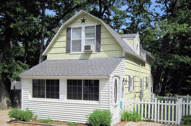 Cherry Street Cottage:  Make Your Memories Here!