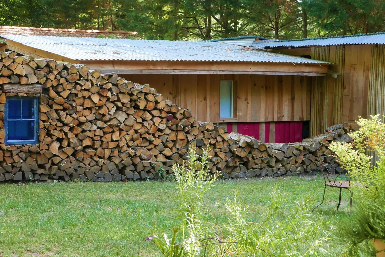 """la cabane """"Quiétude, nature, et bois"""", une dépendance de notre maison"""