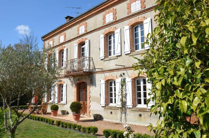 Maison de Maître,vue exceptionnelle - Ambres - Huis