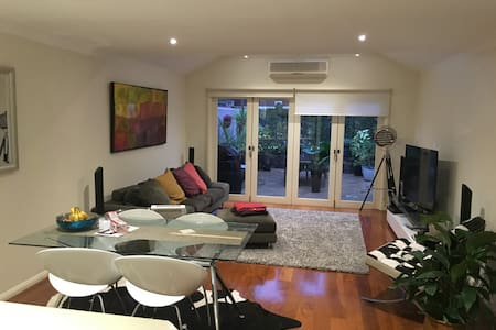 Open plan,modern, 10min to the city - Balmain