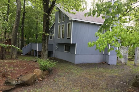 Lakefront Contemporary Poconos House - Tobyhanna