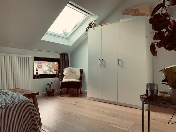 Bright room + bathroom in THE HEART OF GHENT <3