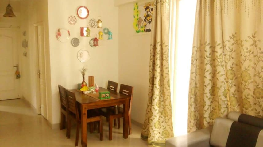 Cozy and Comfortable Homestay in Noida