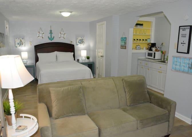 Seabreeze - Sunset - Cozy Studio Apartment!