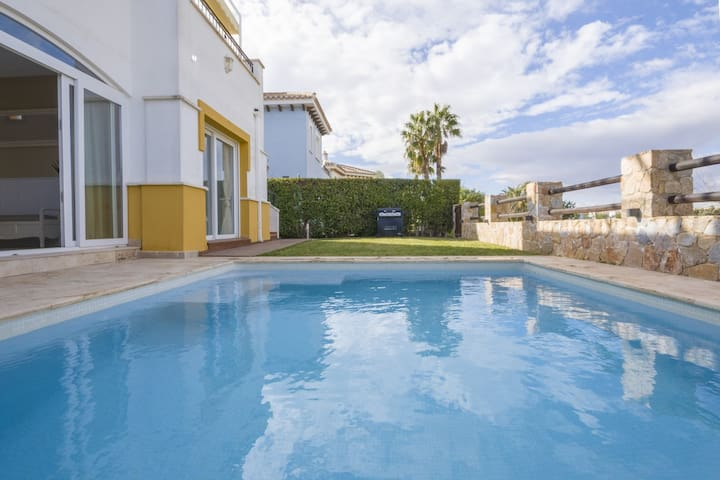 Deluxe Villa Serena - Own Pool - Frontline Golf
