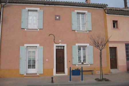 Studio de 20m2 dans maison de village - Gréoux-les-Bains