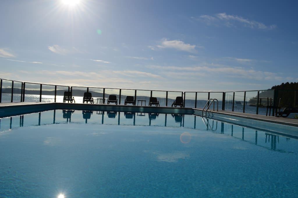 pool on the ocean...