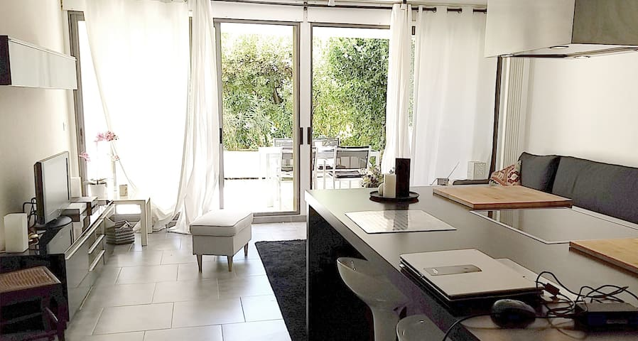 A pretty flat for 4 persons in a secured residence - Nîmes - Apartament