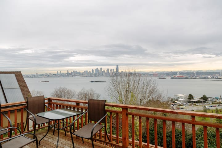 Spacious W Seattle Home w/ Views
