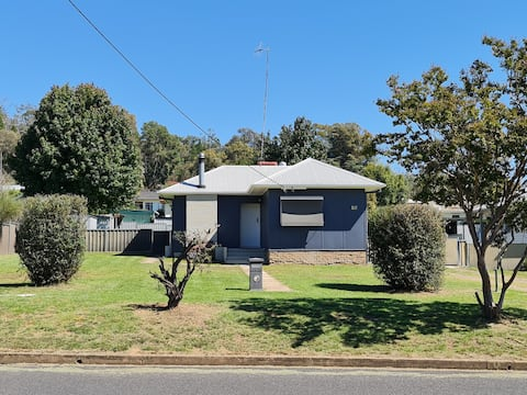 Cottage in Coonabarabran with pet friendly yard