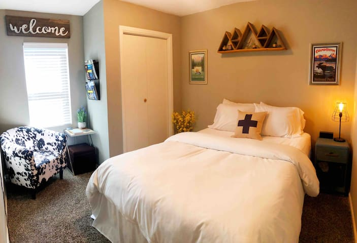 Mountain Modern Private Room/ No cleaning fee
