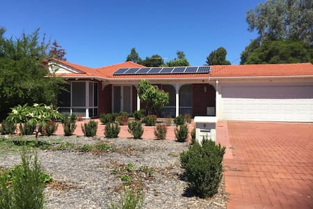 Cosy family home with everything. - Willetton