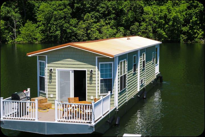 4 bedroom Green Stationary@Lake Cumberland Marina