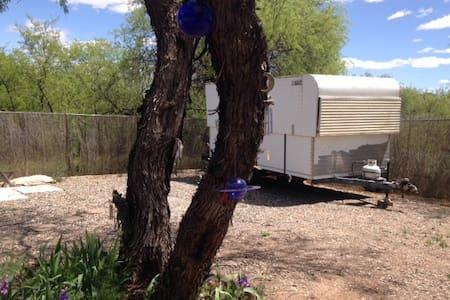 Vintage trailer separate bathroom - Clarkdale - Camper/RV