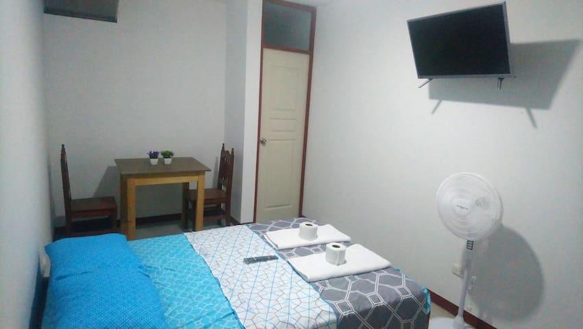 Habitación matrimonial para dos personas con baño privado, , Tv, Wifi, ventilador
