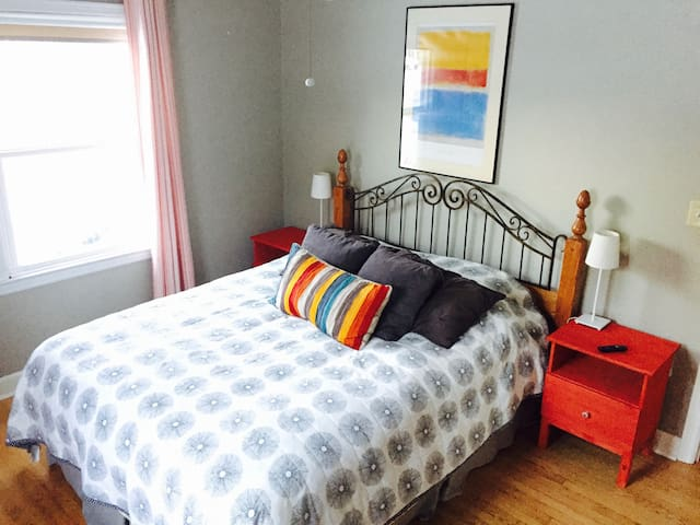 Comfy Bedroom in quiet Residential Neighborhood - Appleton - House