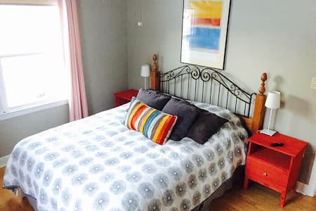 Comfy Bedroom in quiet Residential Neighborhood - Appleton - Hus