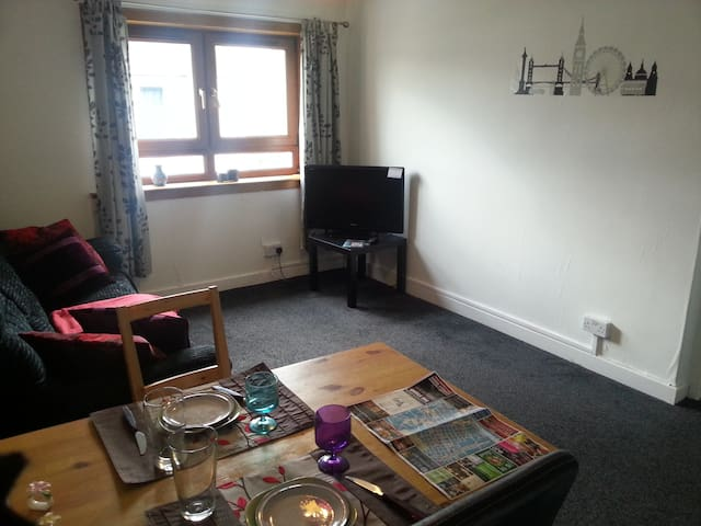 Nice and cosy flat near Airport and train station - Paisley - Leilighet