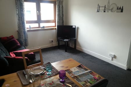 Nice and cosy flat near Airport and train station - Paisley - Apartamento