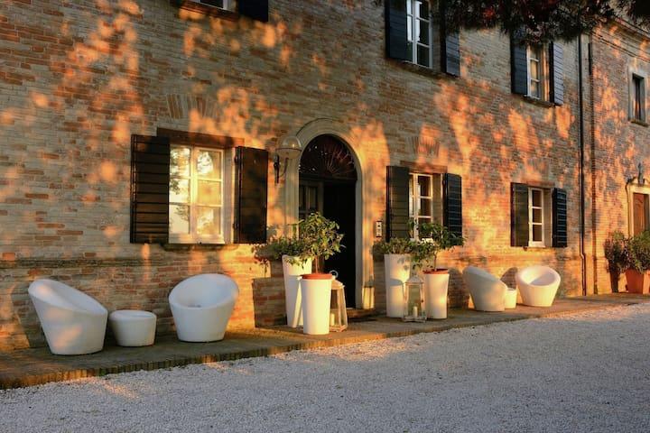 Villa between vineyards and stunning views