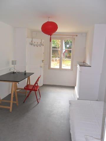 Lovely bedroom / bathroom  / Large Kitchen