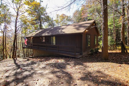 3BR, 2BA Ranch Home Minutes to Blue Mountain Ski!