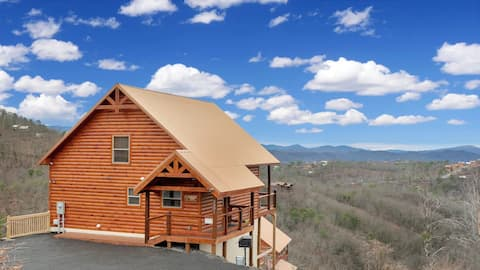 2 Bed, 2.5 Bath Cabin with Panoramic Mountain View