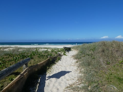 Handy Kingscliff beachside apartment