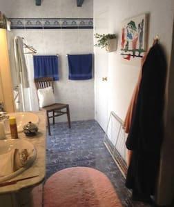 Dobbeltrom m bad, egen inngang avlåst fra hoveddel - l'Alfàs del Pi - House