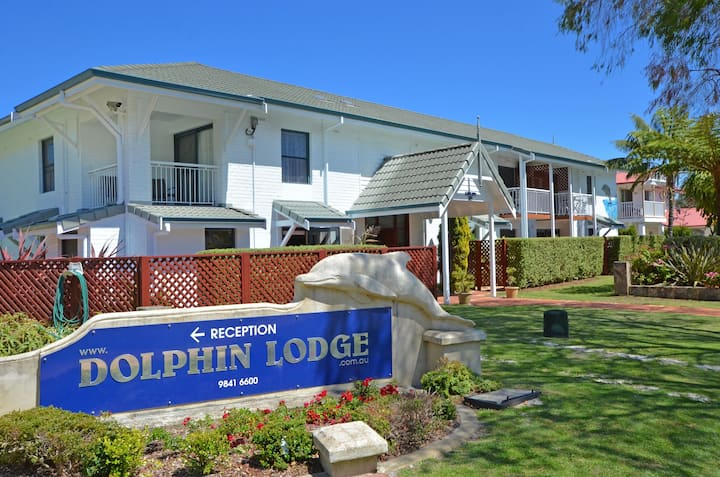 Dolphin Lodge - 1 to 4 bdrm House - 1 night