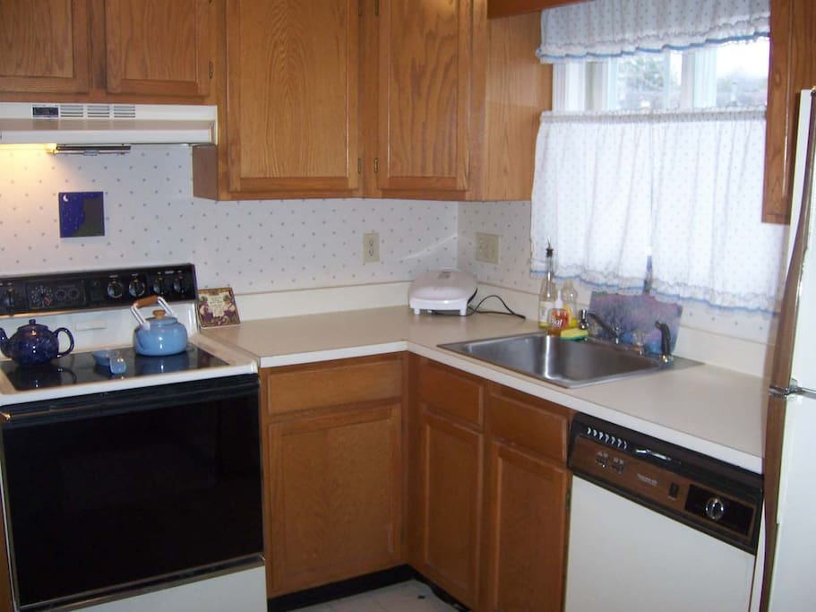 Full Kitchen with access to mountain view deck