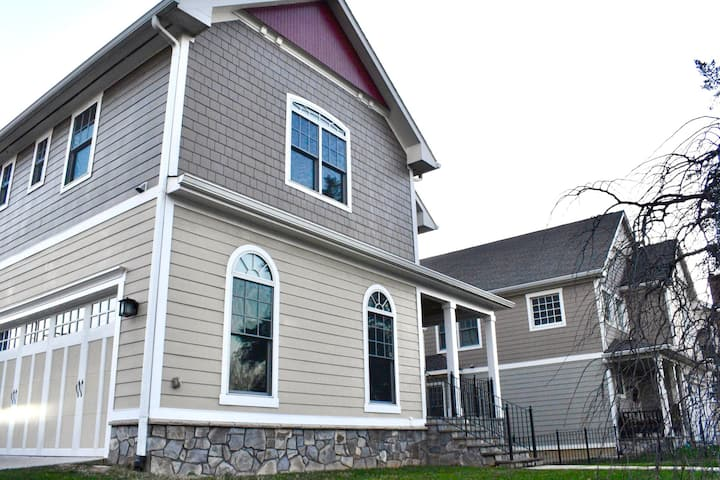 Luxury home Great for groups 5 BR*5 BA*Sleeps 16