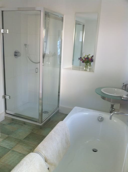 Large bath & separate shower