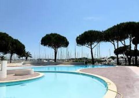 T2 vue port et piscine à Port Camargue