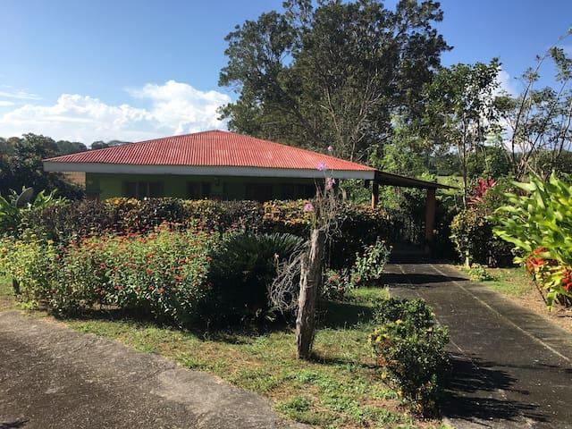Accessible & Private small home - Esterillos Centro - House