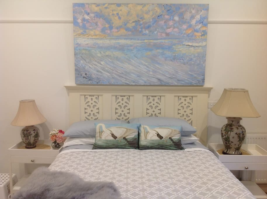 Luxury Queen bedroom with  Linen provided at Pelicans apartment at Queenscliff harbour.
