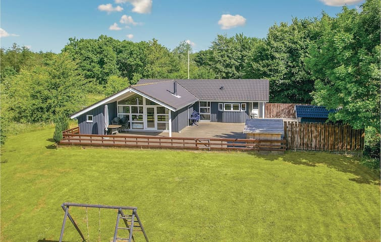 Holiday cottage with 3 bedrooms on 111m² in Toftlund