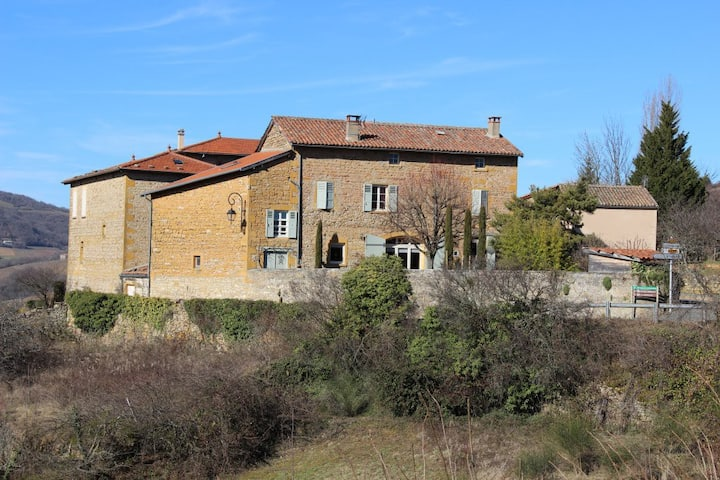 """Authentique, dans le """"plus beau village du Rhône"""""""