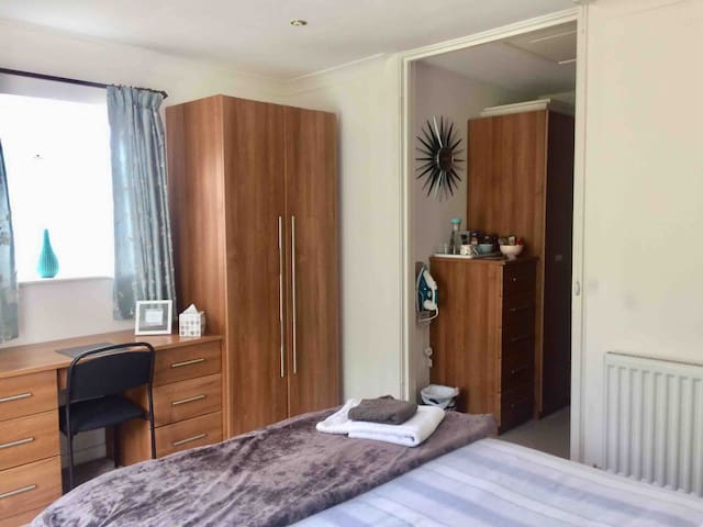 Double room, ensuite, own entrance, lockbox entry
