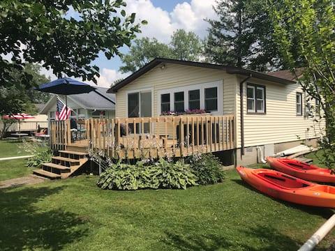 Ohana Lanai - Lake Front Cottage in Paradise