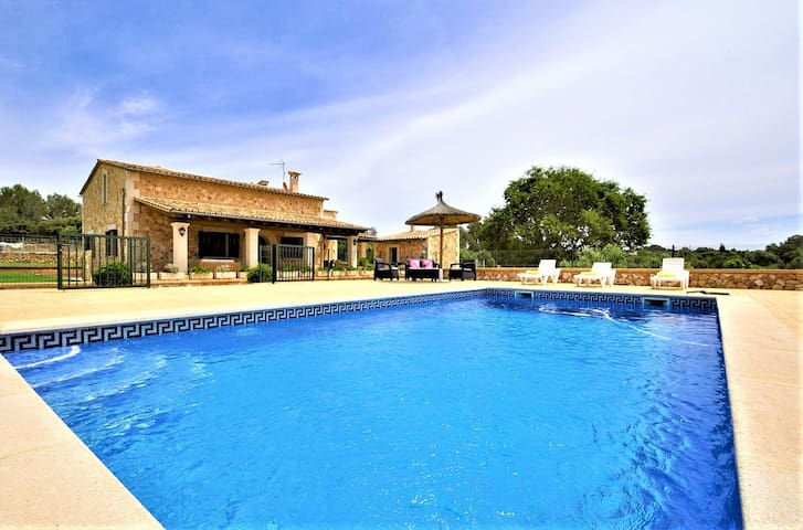 Charming country house with pool close to Palma
