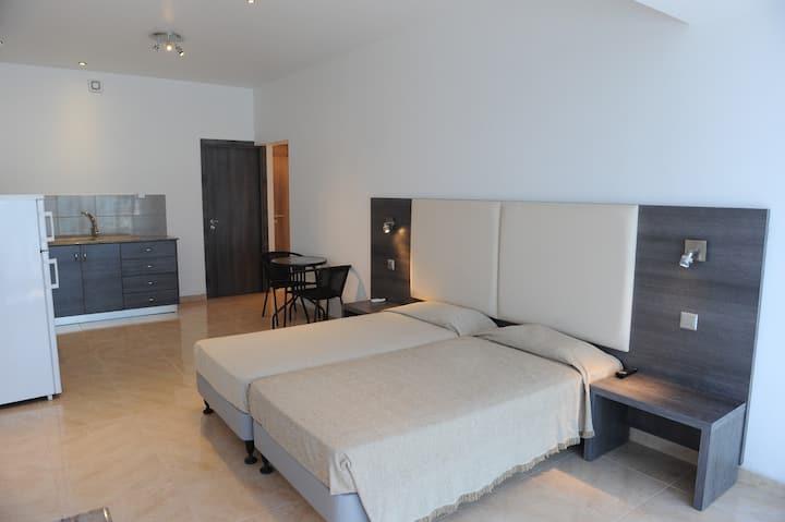 Alexia Apartments - Deluxe Studio No.111