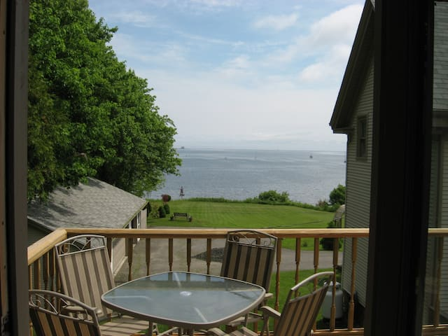 the Boathouse is a sunny apartment w/a great view - Owls Head - Huis